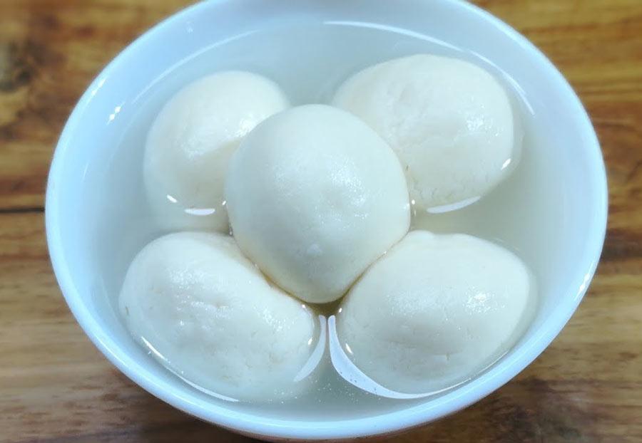 Easy Bangladeshi sweet snack sponge.